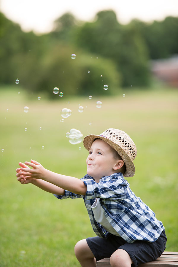 child-photo-shoot-boy-with-bubbles
