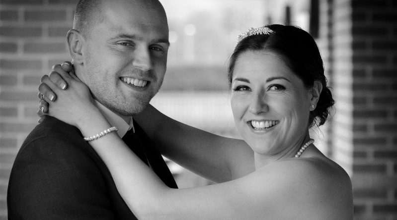 couple-embrace-wedding-photogrpaher-mansfield-nottingham