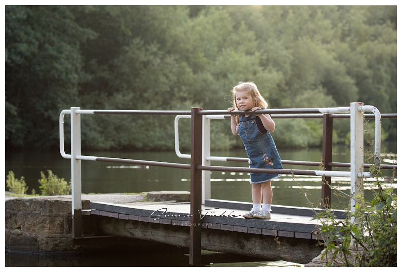 outdoor family photoshoot in the fields at summer, mansfield nottingham