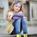 girl-on-steps-child-photo-shoot