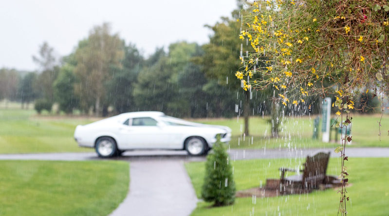 wedding-car-waiting-rain-photographer-mansfield-nottingham